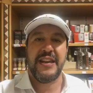 """Migranti, Salvini attacca: """"A Malta una fregatura"""". Conte. """"Non essere geloso. Accordo storico"""""""