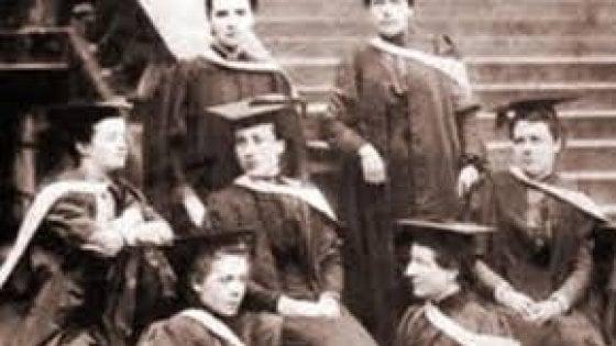 La laurea dopo 150 anni. Che bella vittoria per le sette scienziate di Edimburgo. 140849477-44d682b0-93b2-4788-b771-65b4354f191c