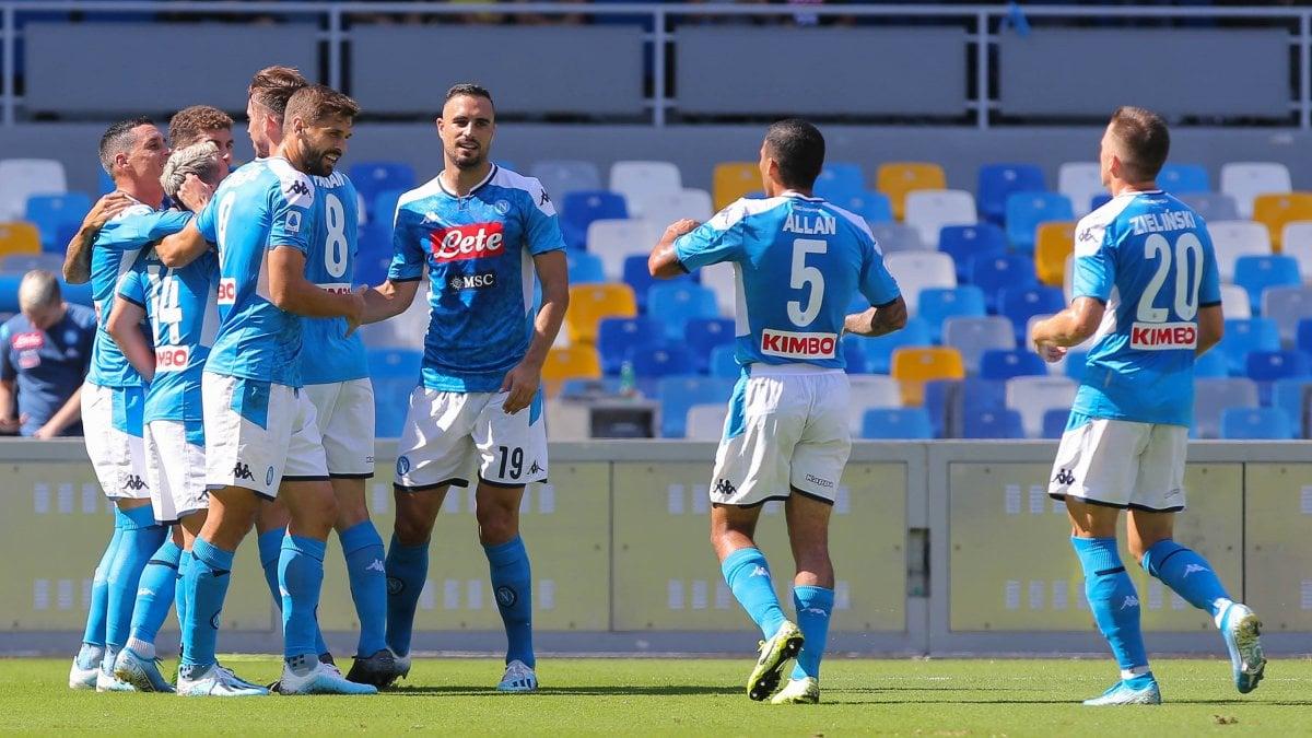 Napoli-Brescia 2-1, Mertens e Manolas fanno ripartire gli azzurri. A Corini non basta il gol di Balotelli