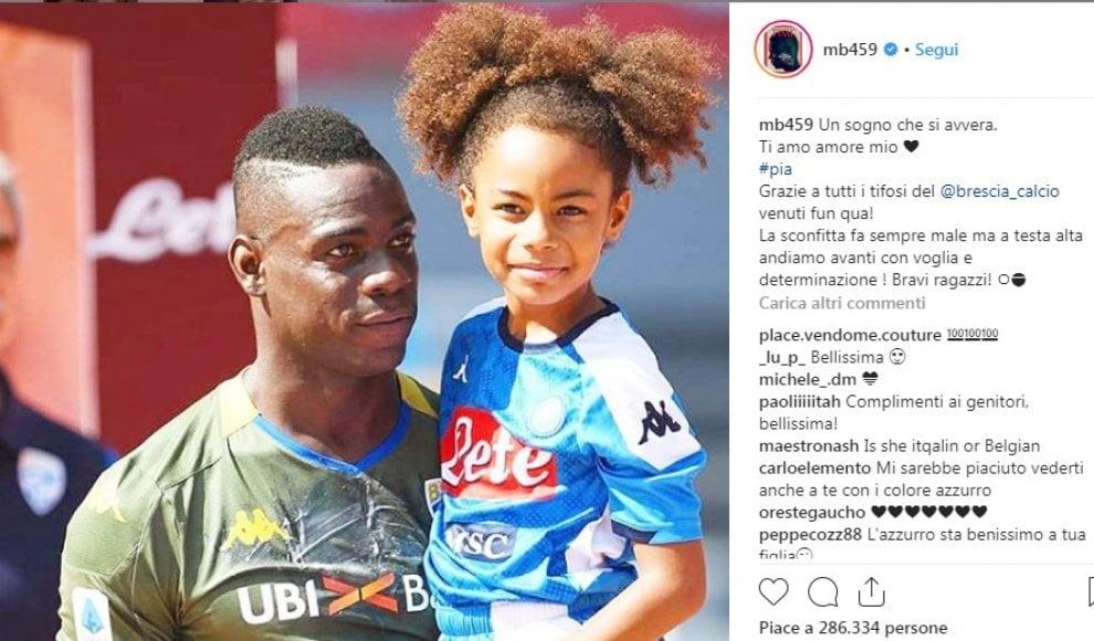 Balotelli in campo a Napoli con la figlia Pia in braccio: 'Un sogno che si avvera''