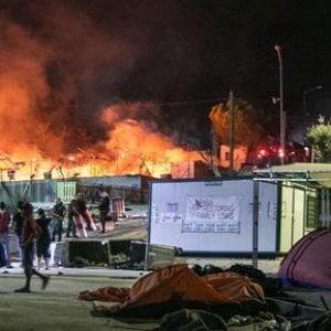 """Grecia, l'incendio nell'isola di Lesbo: """"Questa non è l'Europa, è l'inferno"""""""