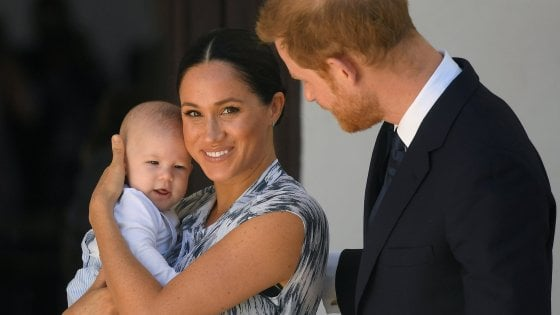 """Regno Unito, Meghan fa causa al tabloid 'Mail on Sunday'. E Harry ricorda Diana: """"Come mia madre, la storia si ripete"""""""
