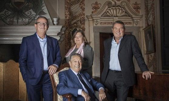 Da sinistra, i fratelli Arturo, Cristina e Paolo Ziliani e, seduto, il padre Franco Ziliani