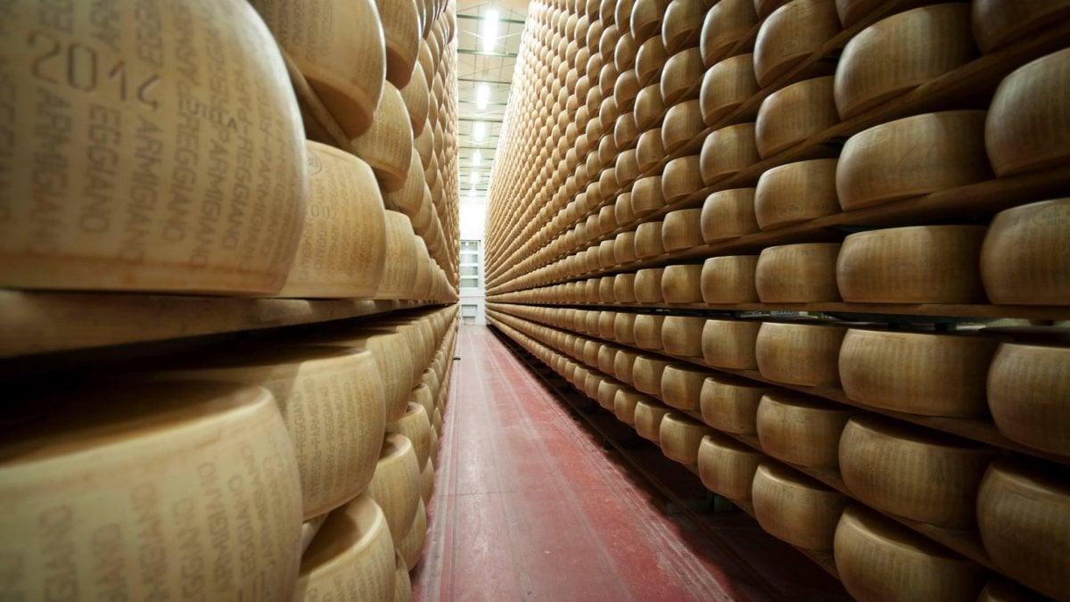 """Dazi, Parmigiano verso rincaro da 40 a 45 dollari al chilo. La provocazione francese: """"Tassiamo la Coca-Cola"""""""