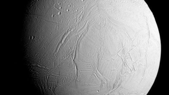 Ingredienti dei mattoni della vita su una luna di Saturno