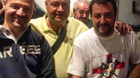 Salvini, il vicesindaco e la foto di famiglia con il neonazista