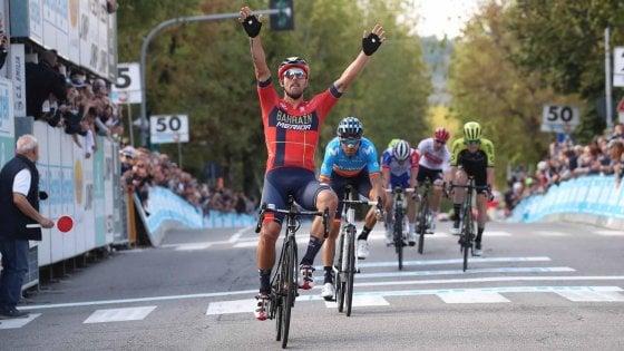 Ciclismo, GP Beghelli: sprint di Colbrelli a Monteveglio