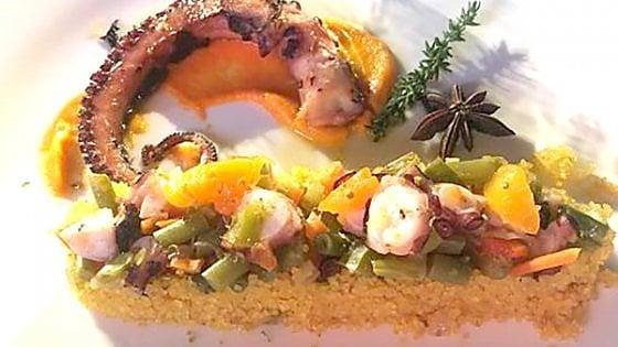 Il cous cous è un piatto universale: la ricetta con tartare dell'orto, mango e polpo