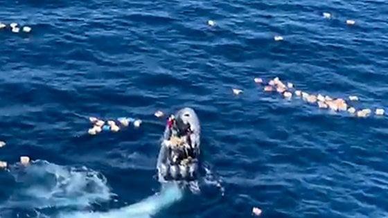 Spagna, trafficanti di droga salvano la vita agli agenti caduti in mare nell'inseguimento. Arrestati
