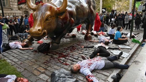 Extinction Rebellion, al via due settimane di proteste in tutto il mondo. 135 arresti a Londra