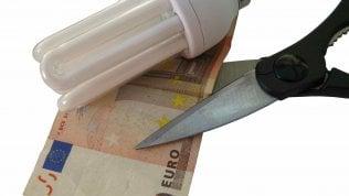 Bollette luce e gas: con Iva al 5% risparmi tra 26 e 144 euro l'anno