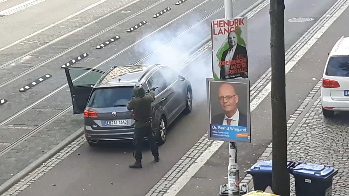 Germania, sparatoria ad Halle davanti alla sinagoga e contro un negozio di kebab . La polizia: almeno due morti