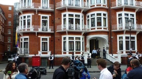Una società spagnola spiava per conto della Cia i visitatori di Assange a Londra