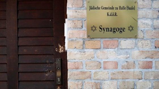 """Il killer di Halle aveva pianificato l'attacco da almeno una settimana. Online il suo manifesto. Il procuratore: """"Aveva 4 chili di esplosivo"""""""