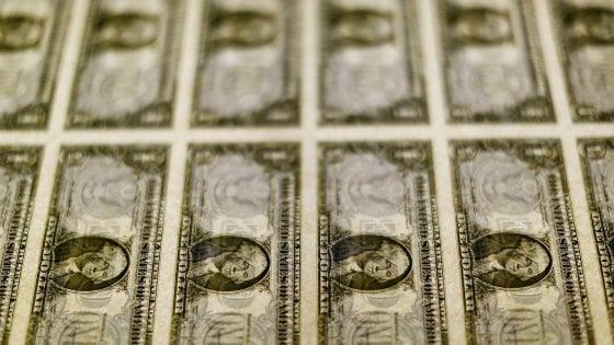 I tassi negativi spingono il Btp in dollari: coda degli investitori per sottoscrivere