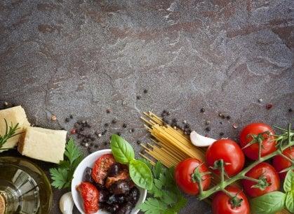 Dai formaggi rari al pomodoro etico: cosa mettere in Dispensa