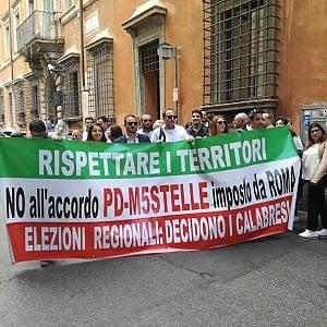 """I fedelissimi di Oliverio protestano al Nazareno:  """"In Calabria il candidato va scelto con le primarie"""""""