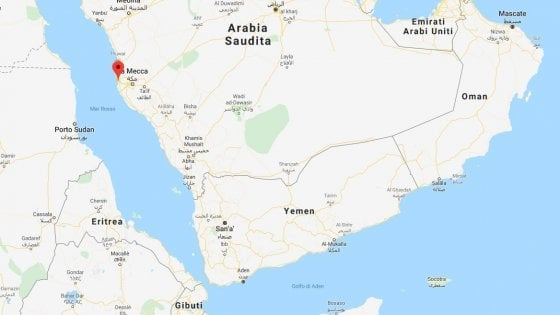 """Iran, esplosione su una petroliera nel Mar Rosso. Gli esperti: """"Si tratta di attacco terroristico"""""""