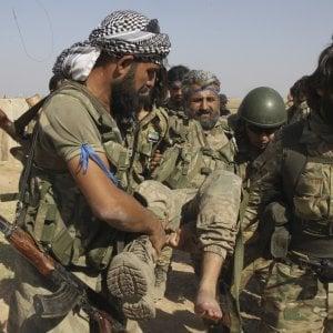 """L'eservito di Erdogan avanza in Siria con l'aiuto dei jihadisti. Trump: """"Ankara rispetti impegni o sanzioni dure"""""""