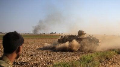 Siria, bombardamenti sui curdi: famiglie dell'Isis in fugalive tv