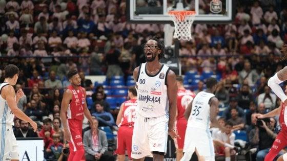 Basket, Serie A: Virtus Bologna sola in testa, Milano cade in casa con Brindisi