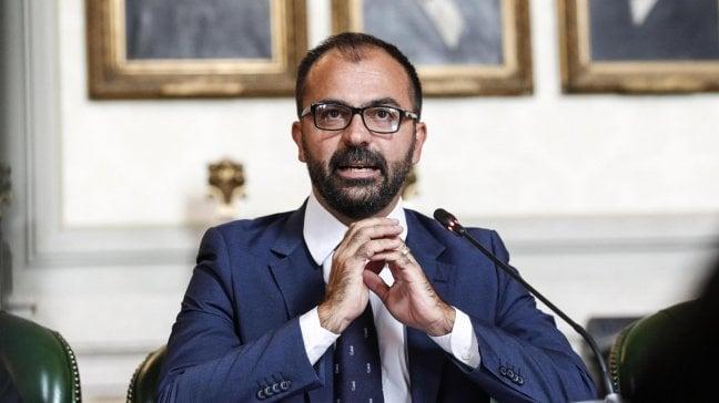 """Intervista al ministro dell'Istruzione Fioramonti: """"Iva più alta dal caviale alla Coca Cola. E avrò i soldi per la scuola"""""""