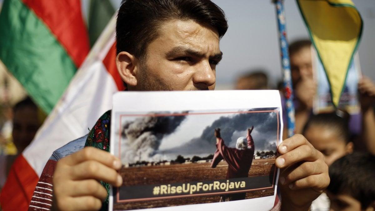 Siria-Turchia, le truppe di Assad entrano nella città chiave di Mangij. Ue, impegno Paesi su stop armi per agire più veloci