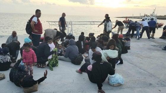 Migranti, la Ocean Viking sbarcherà a Taranto i 176 migranti soccorsi ieri al largo della Libia