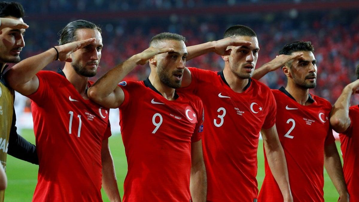 """Caso Siria, Spadafora: """"Inopportuna finale Champions e Istanbul"""". Uefa: """"Sanzioni alla Turchia? Prematuro parlarne""""."""