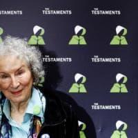 Booker Prize, giuria contro le regole premia a pari merito Atwood ed Evaristo