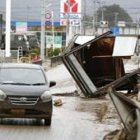 Giappone, il tifone colpisce Fukushima: 66 morti. Tra i detriti, anche materiale...