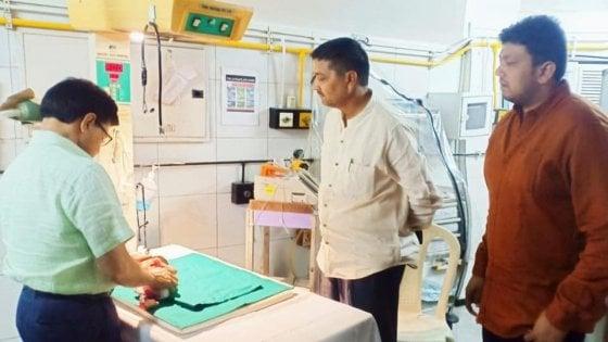 India, neonata sepolta viva in una pentola di terracotta. Commerciante la trova e la salva