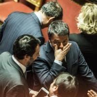 """Duello tv Salvini-Renzi. """"Ha trovato un governo sotto un fungo"""", dice il leghista. La..."""