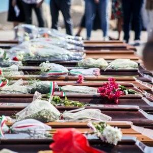 Naufragio Lampedusa, individuati dodici corpi in fondo al mare. C'è anche quello ddi un neonato abbracciato alla mamma