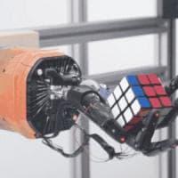 Il robot che risolve il cubo di Rubik
