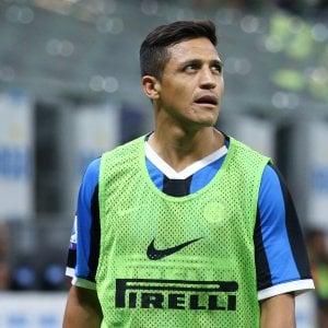Inter, Alexis Sanchez operato a Barcellona: tornerà nel 2020