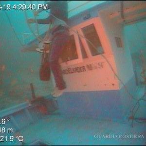 Naufragio Lampedusa, ecco le foto della vergogna in fondo al