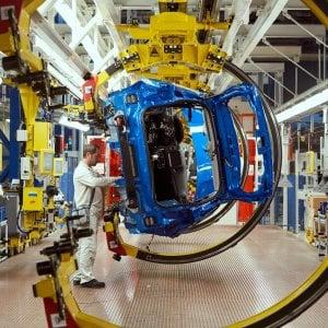 Fca, a Melfi da metà 2020 arrivano le Jeep green. A Mirafiori nasce la prima 500 elettrica