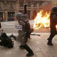 Catalogna, oltre mezzo milione di manifestanti in piazza: polizia spara proiettili di...