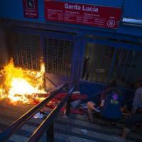 Cile, proteste contro il caro-vita,  stato d'emergenza a Santiago