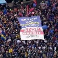 """Londra, un milione in corteo contro la Brexit: """"La Gran Bretagna ha cambiato idea,..."""