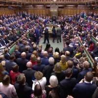 """Gb, Westminster rinvia la Brexit. Johnson: """"Non chiederò rinvio a Ue"""", ma poi cede"""