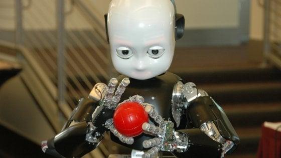 A Maker Faire il robot cucciolo iCub che interagisce con l