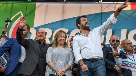 """Centrodestra in piazza, Salvini: """"Vinciamo in tutte le regioni e mandiamo questo governo a casa"""""""