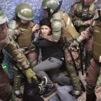 """Cile, l'Esercito proclama coprifuoco totale: """"Sospese le libertà"""". È la prima volta dai..."""