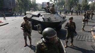 Cile, 5 morti nell'incendio di una fabbrica saccheggiata durante le proteste