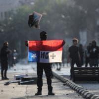 Cile, decretato il coprifuoco totale: la prima volta dai tempi di Pinochet