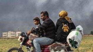"""Fra i civili in fuga dal Rojava: """"Il futuro è lontano dalla nostra terra"""""""