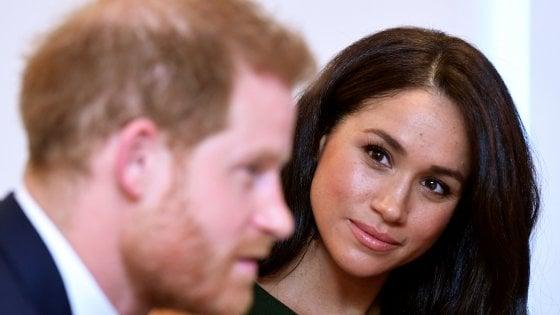 """Regno Unito, Meghan: """"Esisto non vivo"""". E ora i duchi di Sussex pensano di trasferirsi in Africa"""