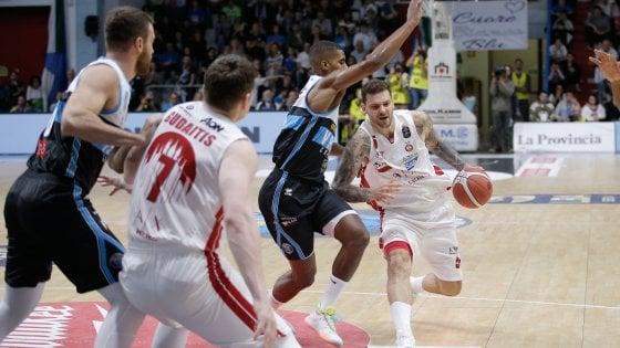 Basket, serie A: Milano ko a Cremona, è crisi. Brindisi seconda, bene Roma e Reggio